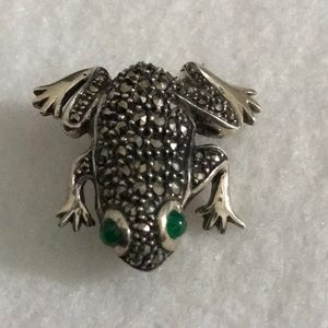 Jewelry - Sterling Frog Pin with emerald Eyes